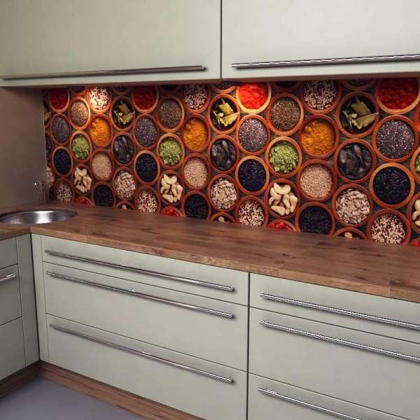 Küchenrückwand mit Gewürzschalen