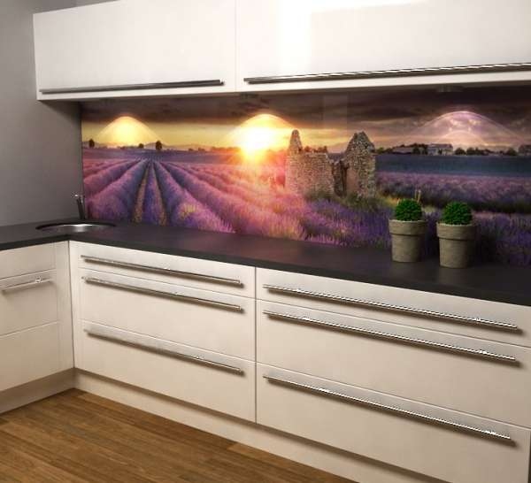 Küchenrückwand mit Lavendelfeld